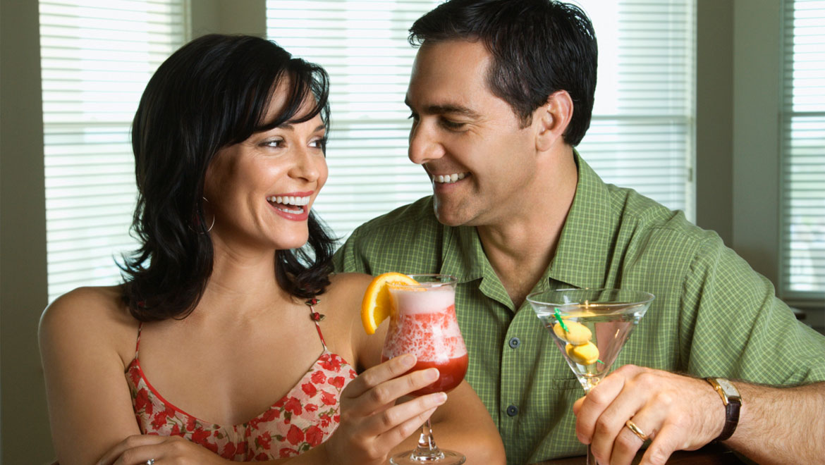 Couple cheering with cocktails