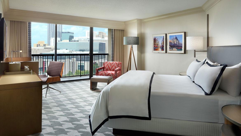 Astounding Luxury Suites In Atlanta Omni Atlanta Hotel At Cnn Center Home Interior And Landscaping Analalmasignezvosmurscom