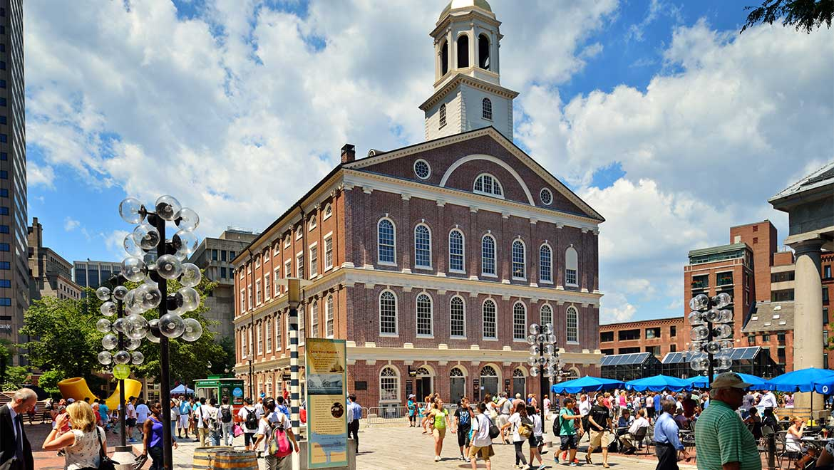 Located In Downtown Boston Faneuil Hall Marketplace Offers A Variety Of Ping Delicious Cuisine And The Quincy Market Colonnade
