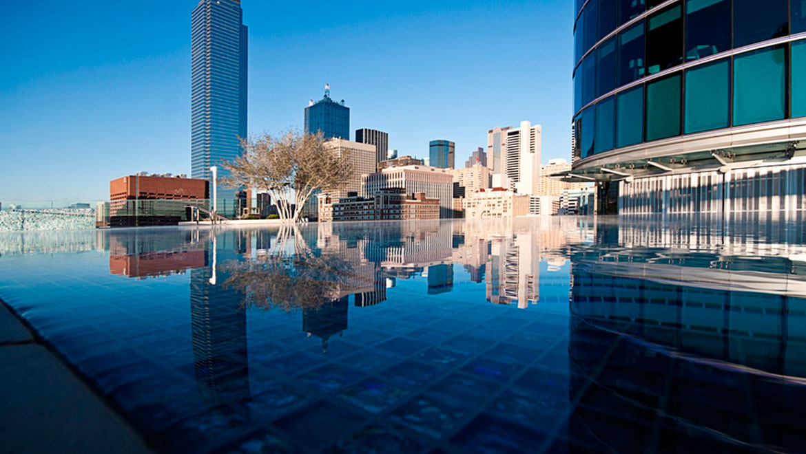 Dallas wellness omni dallas hotel for Hotels in dallas with indoor pools