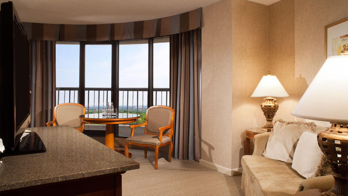 Luxury Dallas Guest Rooms Amp Suites Omni Mandalay Hotel At