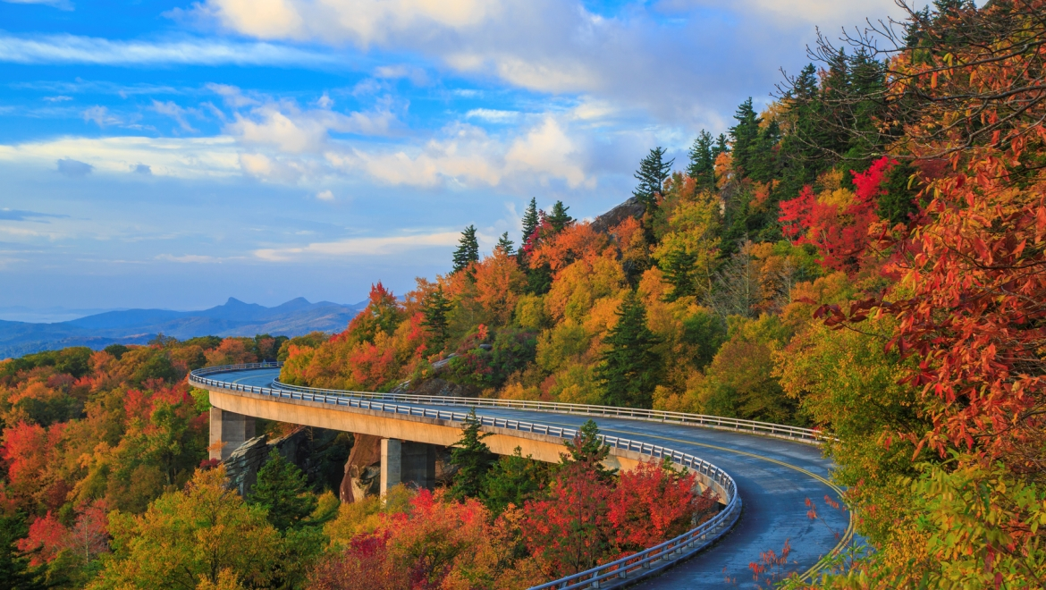 Named America S Favorite Highway The Blue Ridge Parkway Connects Great Smoky Mountains National Park In North Carolina To Shenandoah