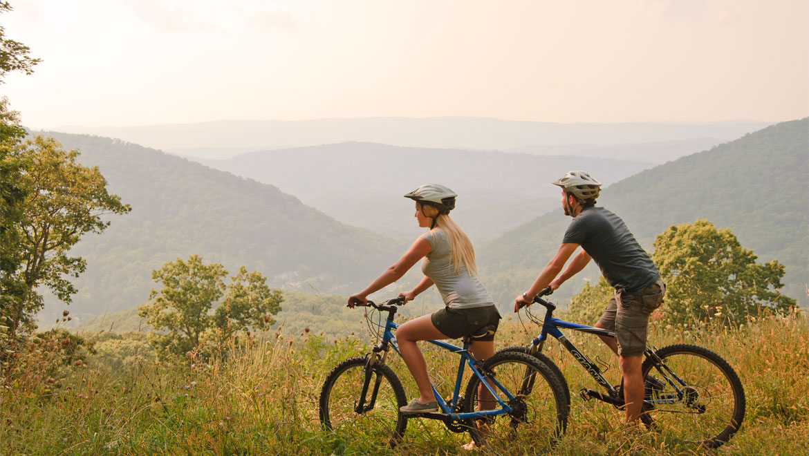 Couple biking in Hot Springs