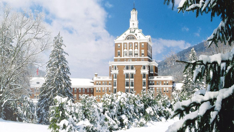 Virginia Snow At The Omni Homestead Resort