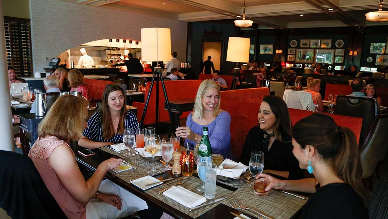 dining at jeffersons restaurant bar - Restaurant