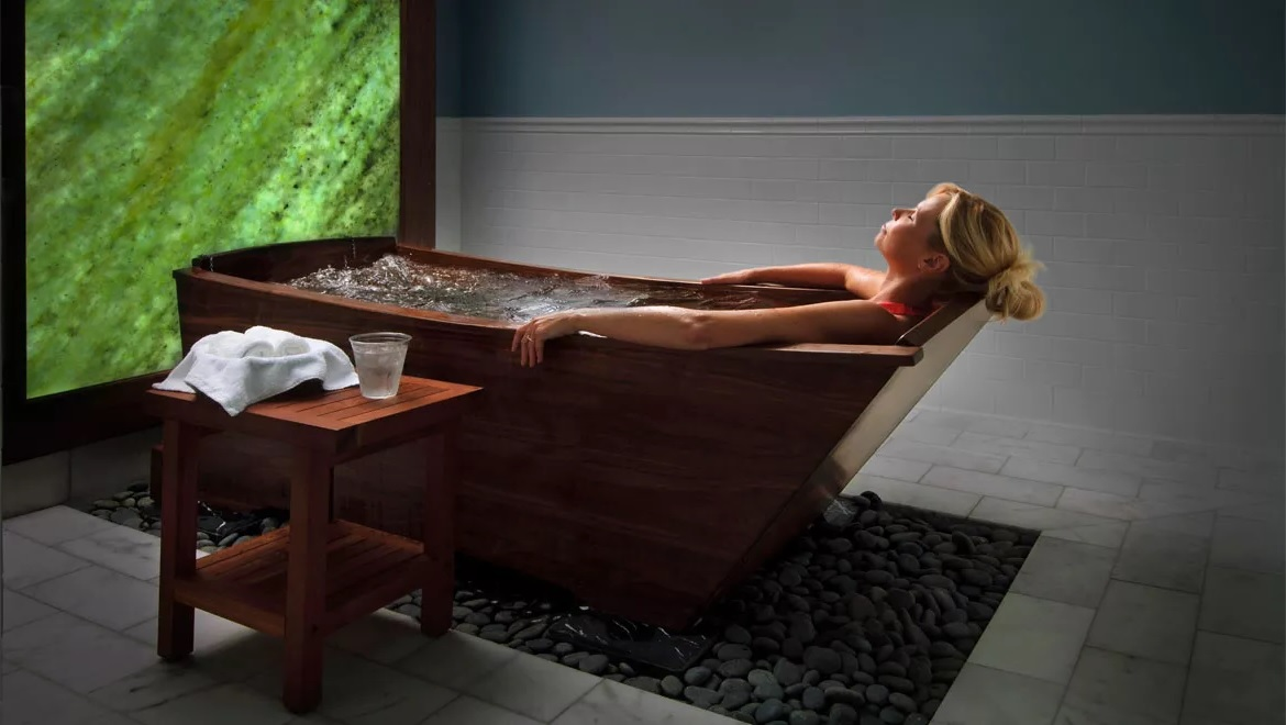 Walnut bathtub at Homestead Resort