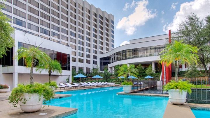 Kid friendly hotels in houston omni houston hotel - Child friendly hotels swimming pool ...