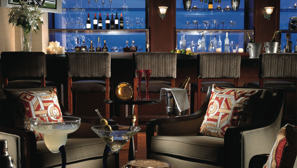 New Haven hotel bar seating
