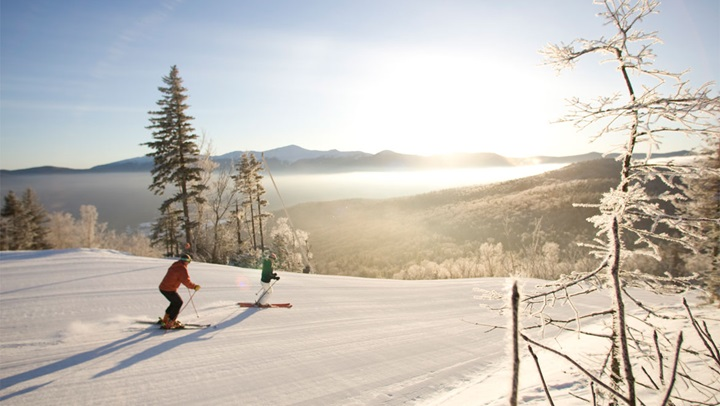 Snow skiing at Mount Washington Resort