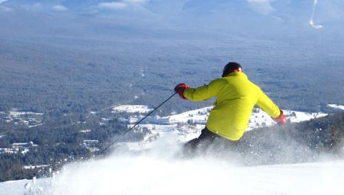 Skiing and snow dust at Mount Washington