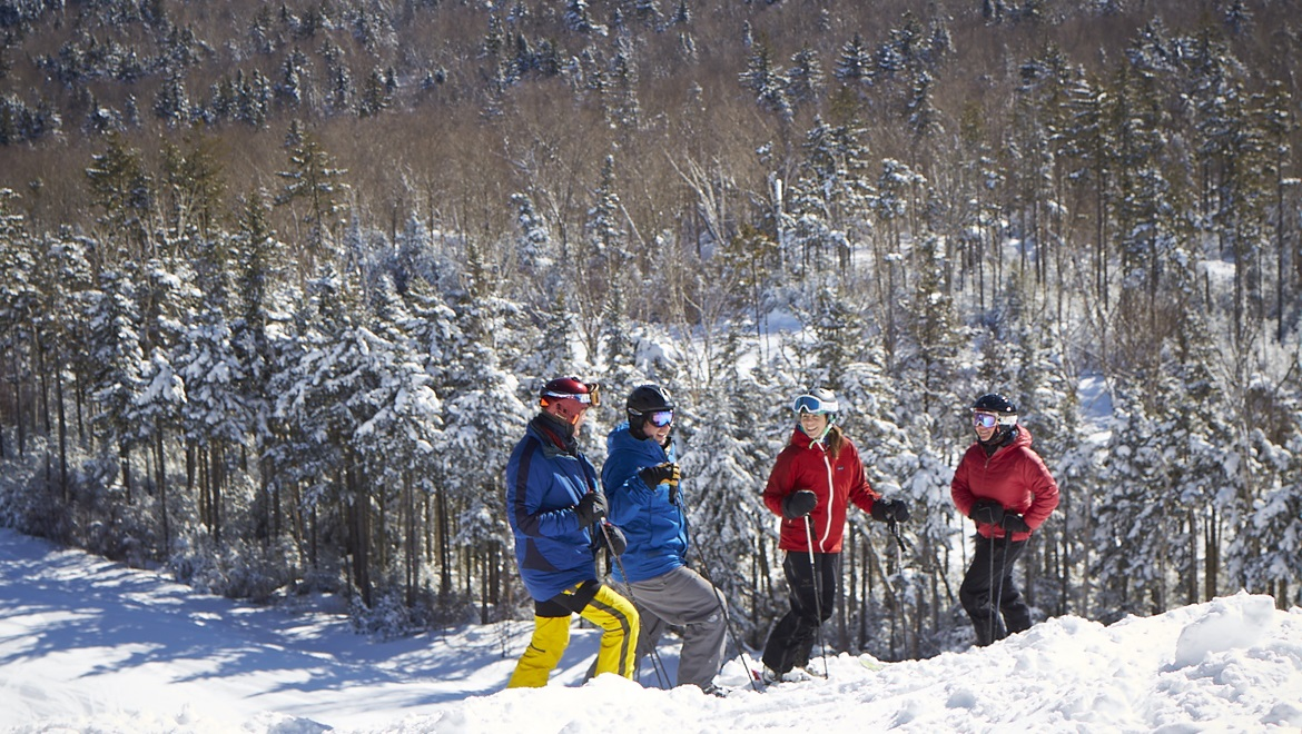 Ski groups at Omni Mount Washington