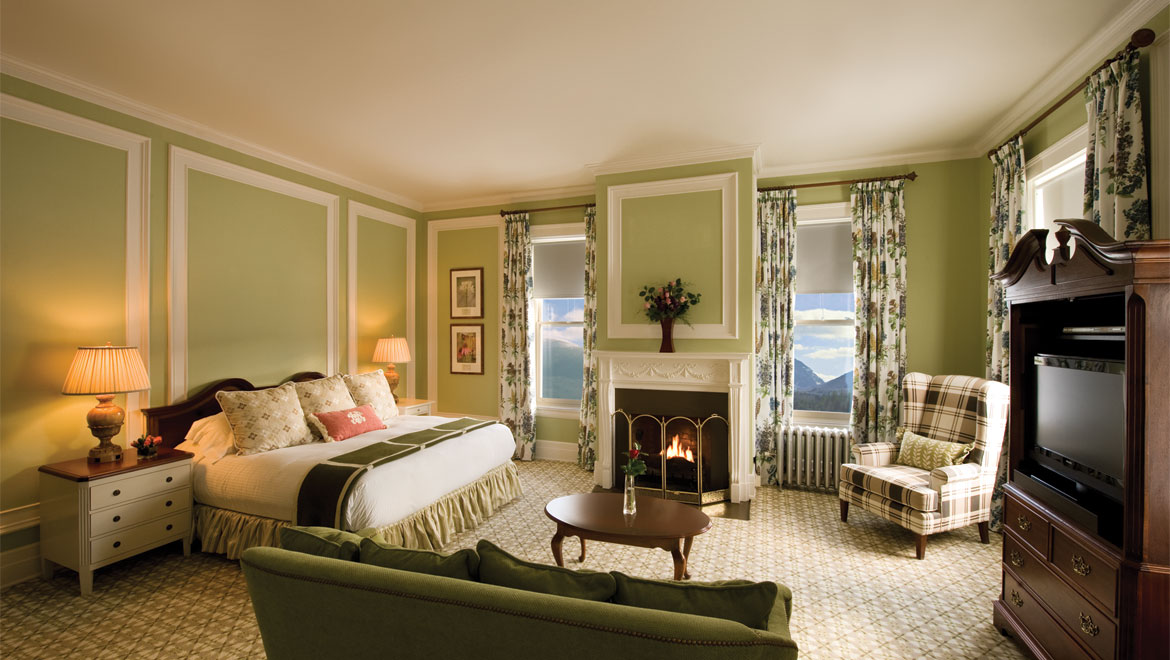 Guest room and living area at Mount Washington