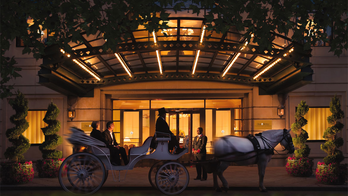 Omni Hotel entrance with horse and carriage