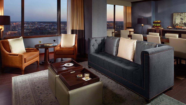 https://www.omnihotels.com/-/media/images/hotels/ricric/photos/hotel/ricric-omni-richmond-hotel-club-lounge-dusk.jpg?h=660&la=en&w=1170