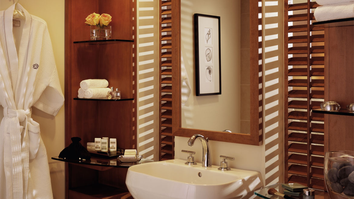 San Diego Hotel guest room bathroom