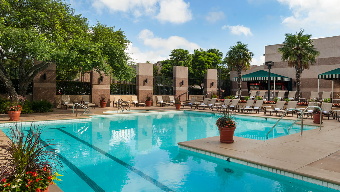 Hotel outdoor pool  San Antonio Hotel With Pool | Omni Hotel at the Colonnade