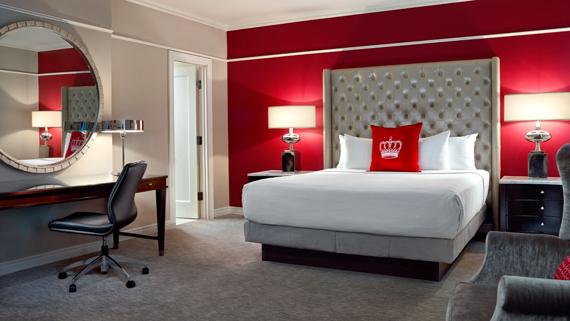 Our Stylish Guestrooms Pay Homage To A Proud History As Toronto S First Luxury Hotel All Of 301 Oversized And Suites Combine Regal Elegance