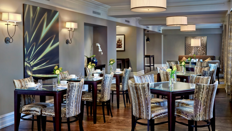 Luxury Toronto Hotels Club Lounge At The Omni King Edward