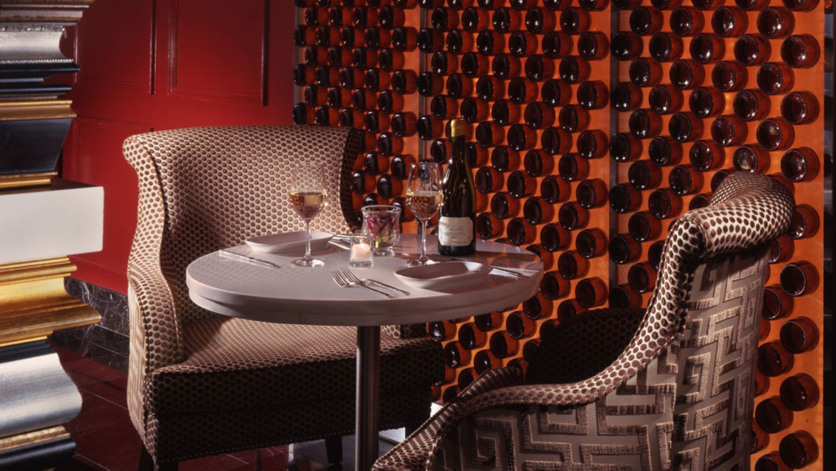 nycber-omni-berkshire-place-fireside-table