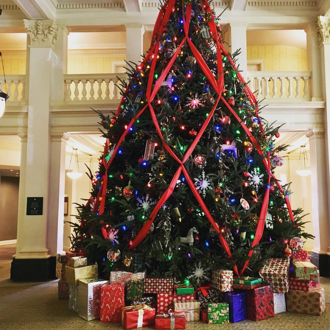 The Tradition Of Christmas Trees: Homestead's Great Hall Christmas Tree Tradition