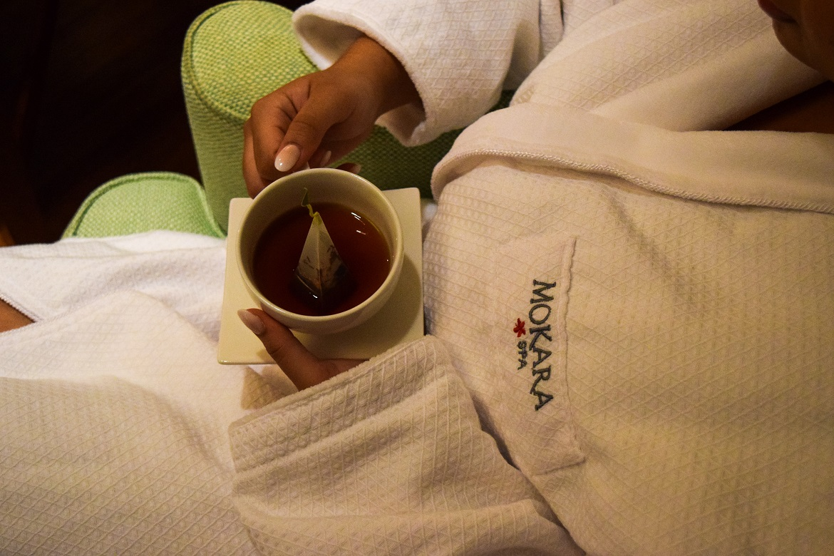Refreshing tea in Mokara robe