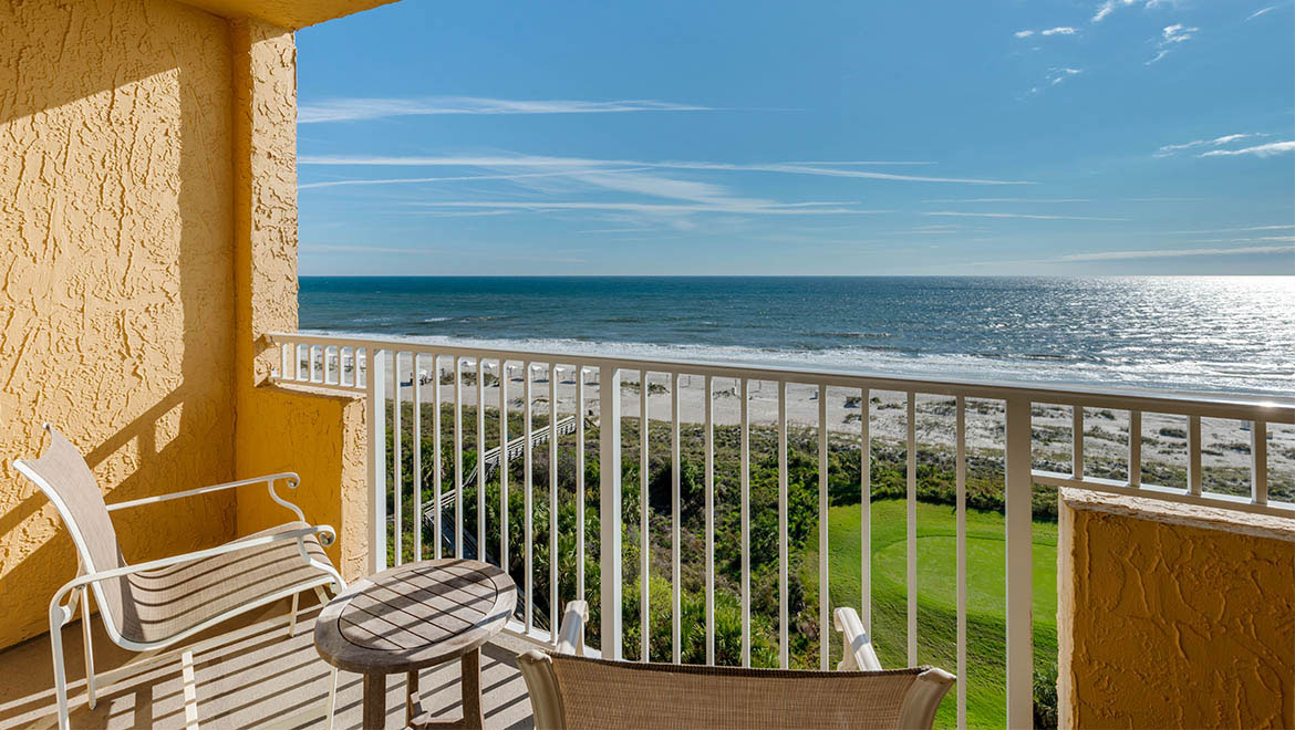 425 sq. ft.; Ocean View, furnished balcony or patio, luxurious bath amenities.