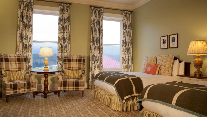 Deluxe Room - 2 Queen Beds Mountain View