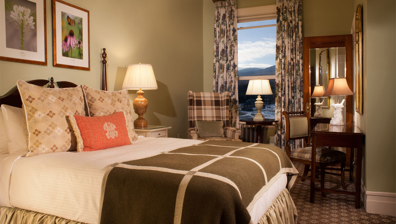 Traditional Room - 1 Queen Bed